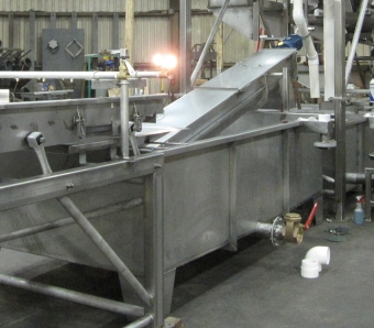Inclined metering auger