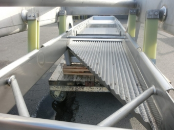Bias spreader for freeze tunnel or dehydrator
