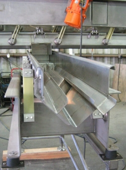 Specialized v-trough feeder to bean cutter